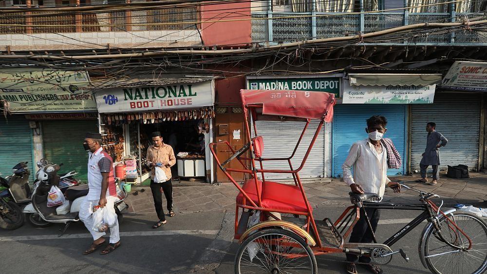 شاهد: فتاة عمرها 15 سنة تقطع بوالدها مسافة 1200 كلم في الهند على متن دراجة هوائية