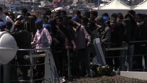 Migrants : Rome fait tanguer l'opération Sophia en Méditerranée