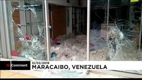 Shopping centre looted amid Venezuela blackout