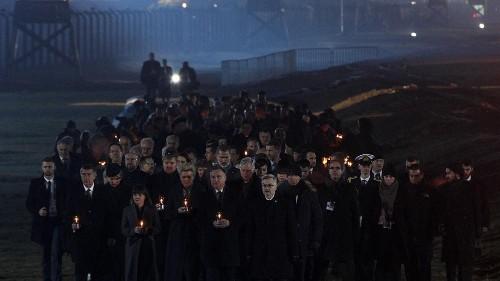 Auschwitz : à la lueur des bougies, les commémorations se poursuivent