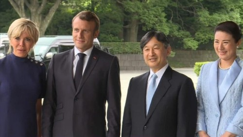 A #Tokyo, déjeuner impérial pour le couple #Macron - Emmanuel Macron et son épouse #Brigitte ont été reçus jeudi à déjeuner par le nouvel empereur du #Japon, #Naruhito, dans son palais en plein coeur de Tokyo.