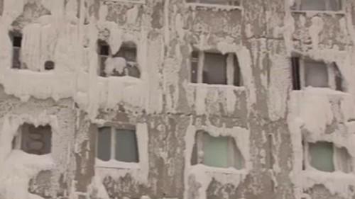 No Comment : ce bâtiment est gelé à l'intérieur et à l'extérieur en Russie