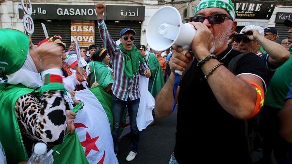 Cezayir'de konserde yaşanan izdiham sonucu 5 gencin ölmesinin ardından Kültür Bakanı istifa etti
