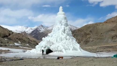 شاهد: سياح يستريحون داخل مقهى من الجليد في كشمير