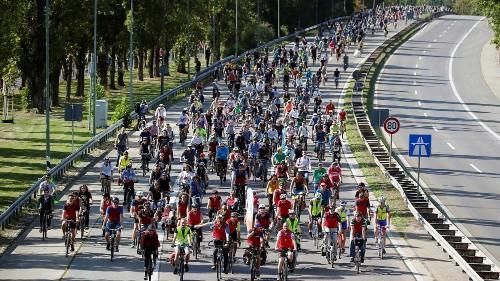 شاهد: سباقٌ ومظاهراتٌ في فرانكفورت للمطالبة بخطوات صديقة للبيئة