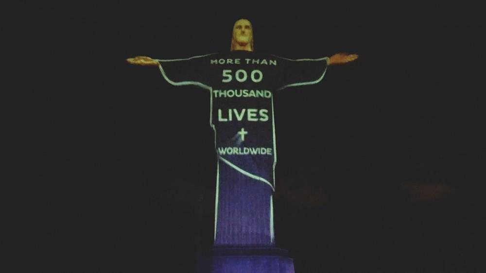 Christusstatue in Rio de Janeiro angestrahlt: Gedenken an die Coronatoten