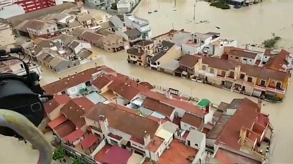 Le Premier ministre espagnol au chevet des sinistrés des inondations