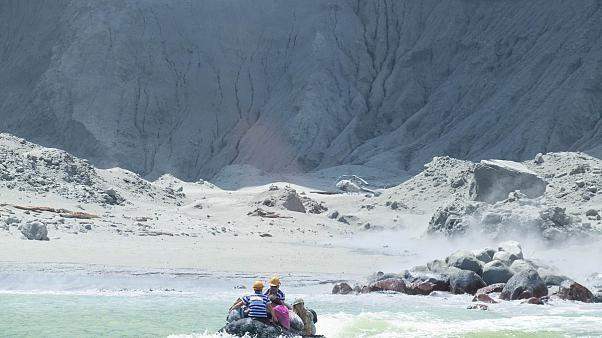 تحقيق جنائي لكشف ملابسات مقتل أشخاص في ثوران بركان في نيوزيلندا