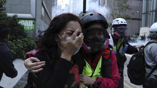 Polizei will Protestmarsch verhindern - Tränengas und Verletzte in Hongkong