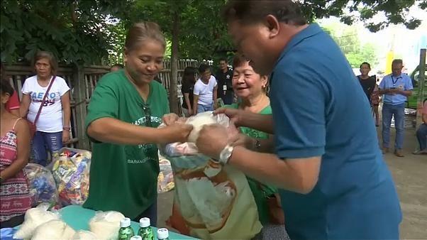 Aux Philippines, du riz en échange de déchets plastiques