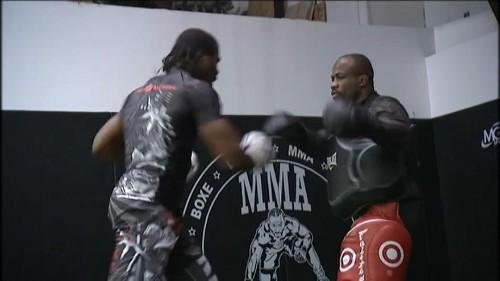 Le #MMA bientôt légal en France ? - En France, le ministère des Sports a lancé la première étape vers la légalisation du Mixed Martial Arts avec un appel à candidatures auprès des fédérations pour prendre en charge ce sport de combat extrême.