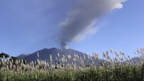 أندونيسا: إغلاق خمسة مطارات بسبب ثوران بركان راونغ
