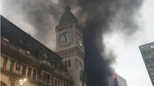 Huge plumes of smoke seen in Paris amid 'unacceptable abuses'