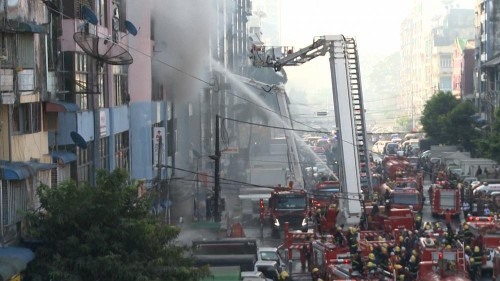 Feuer in Yangon: Brandbekämpfer im Dauerstress