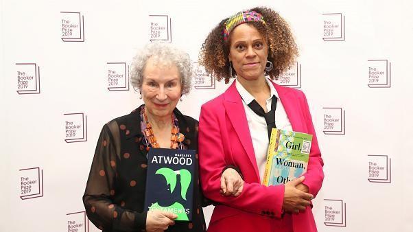 Margaret Atwood e Bernardine Evaristo partilham prémio Booker