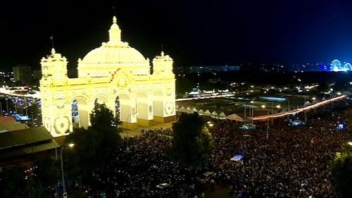 Sevilla beginnt das größte Volksfest Südspaniens mit einer Lichterzeremonie