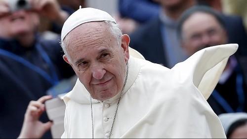 """Papa Francesco riceve il premio Carlo Magno 2016 :"""" Sogno un'Europa, in cui essere migrante non sia delitto"""""""