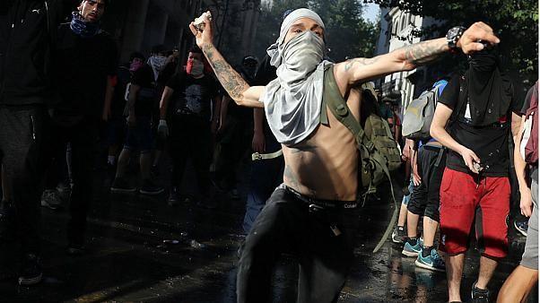 ادامه اعتراض به گرانی در شیلی؛ ۱۶ تن کشته و ۲۶۰۰ نفر بازداشت شدند