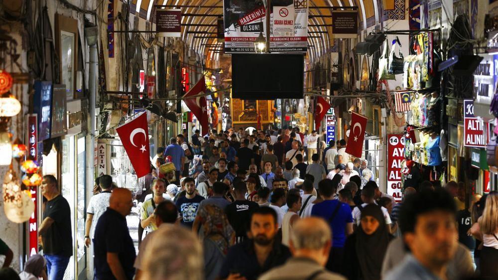 Großer Basar in Istanbul öffnet wieder