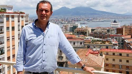 Mutig wirkte das Projekt des Bürgermeisters von Neapel, als er ankündigte, eine 400-Schiffe umfassende Flotte zur Rettung von auf See gestrandeten Migranten starten zu wollen. Heute ist von dem Vorhaben nicht mehr viel übrig. #SeaWatch3