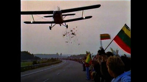 Meet the pilot who defied KGB orders to drop flowers on Baltic Way human chain