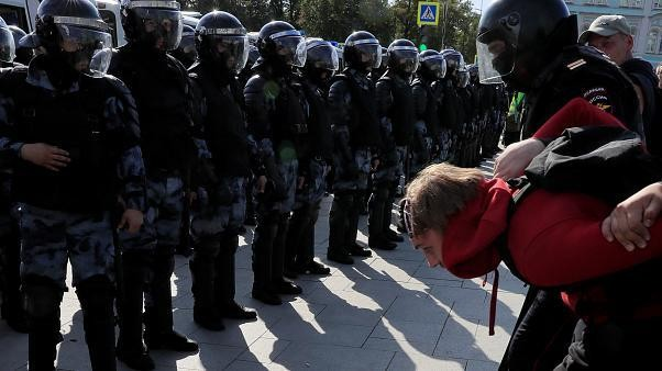 Russians plan further protests despite police detentions