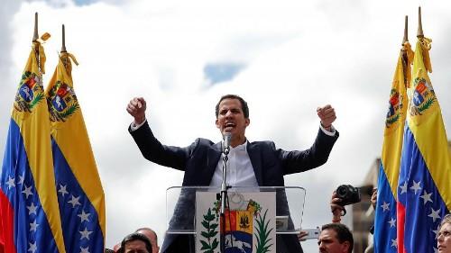Лидер оппозиции провозгласил себя и.о. президента