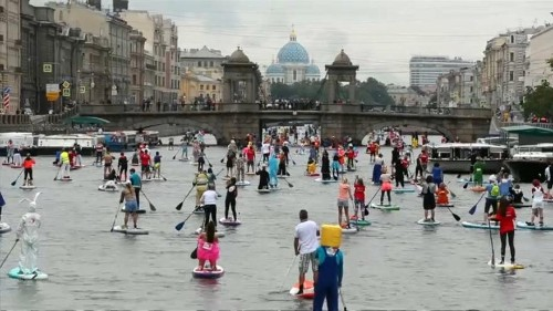 Paddleboard masquerade brings colours to St. Petersburg canals