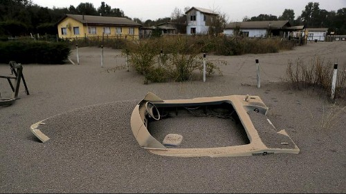 Chile: Volcanic ash clean-up underway amid fears Calbuco could erupt again