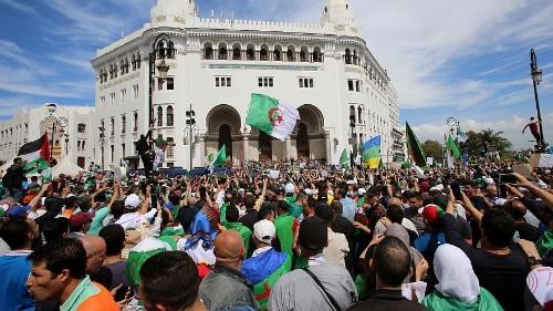 """قائد الجيش الجزائري: """"اجراء الانتخابات الرئاسية هو الحل للخروج من الأزمة"""""""