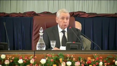 من هو رئيس مجلس الأمة الجزائري الذي من المتوقع أن يقود البلاد مؤقتاً؟
