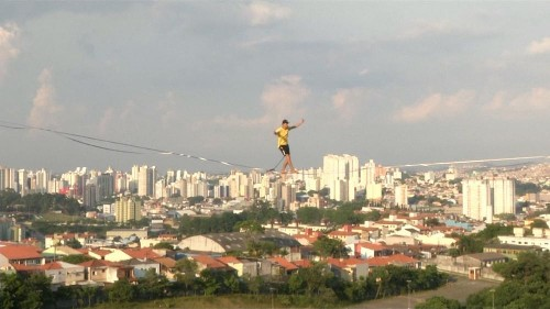 Brazilian slackliners defy gravity with Sao Paulo's abandoned building