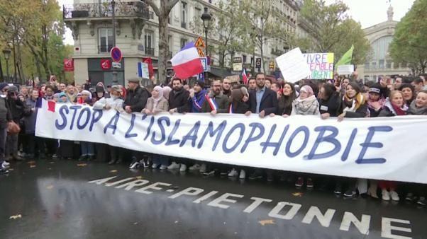 Des milliers de Français dans la rue contre l'islamophobie