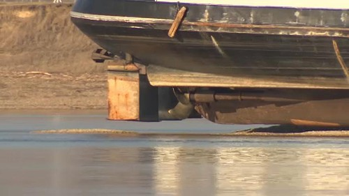 Márciusig biztosan a Dunakanyarban marad a megfeneklett hajó