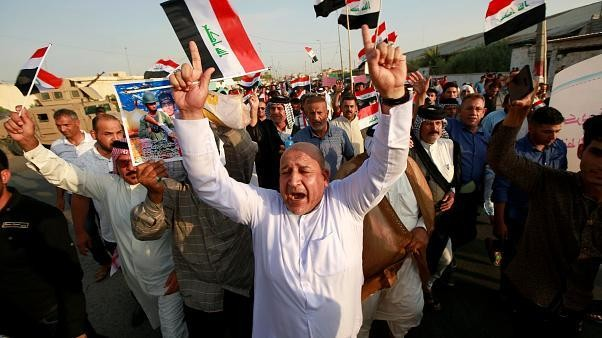 """أهالي البصرة يرفعون شعار """"لن نرضخ"""" للاحتجاج على البطالة والفساد"""