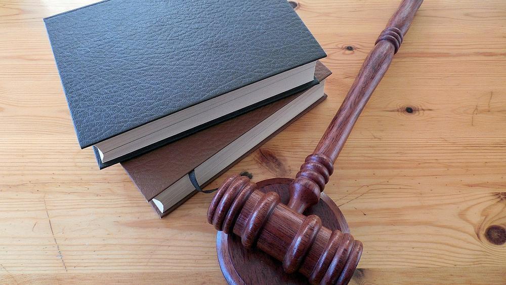 Sektenanführerin (73) in Hanau wegen Tod eines Kindes verurteilt