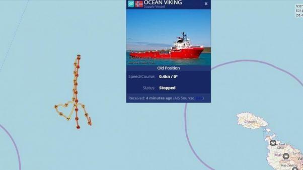 Ocean Viking: Gestrandetes Migranten-Rettungsschiff segelt ein Herz, um Bewusstsein zu schärfen