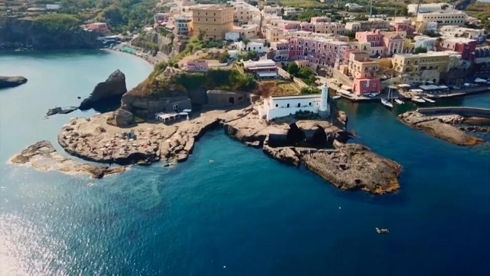 Coronavirus : un « passeport sanitaire » pour accéder aux îles italiennes ?