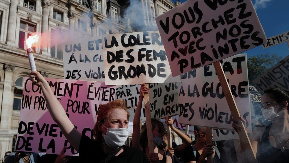 """En France, des manifestations pour dénoncer """"le gouvernement de la honte"""""""
