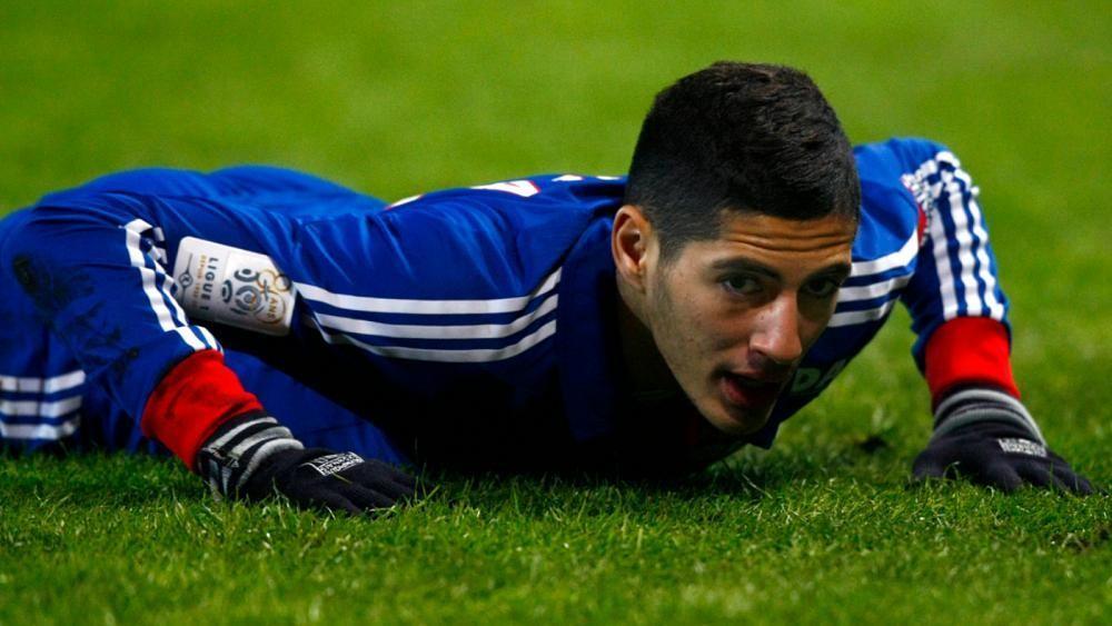 إصابة بالغة للاعب الجزائري بن زية إثر تعرضه لحادث سير