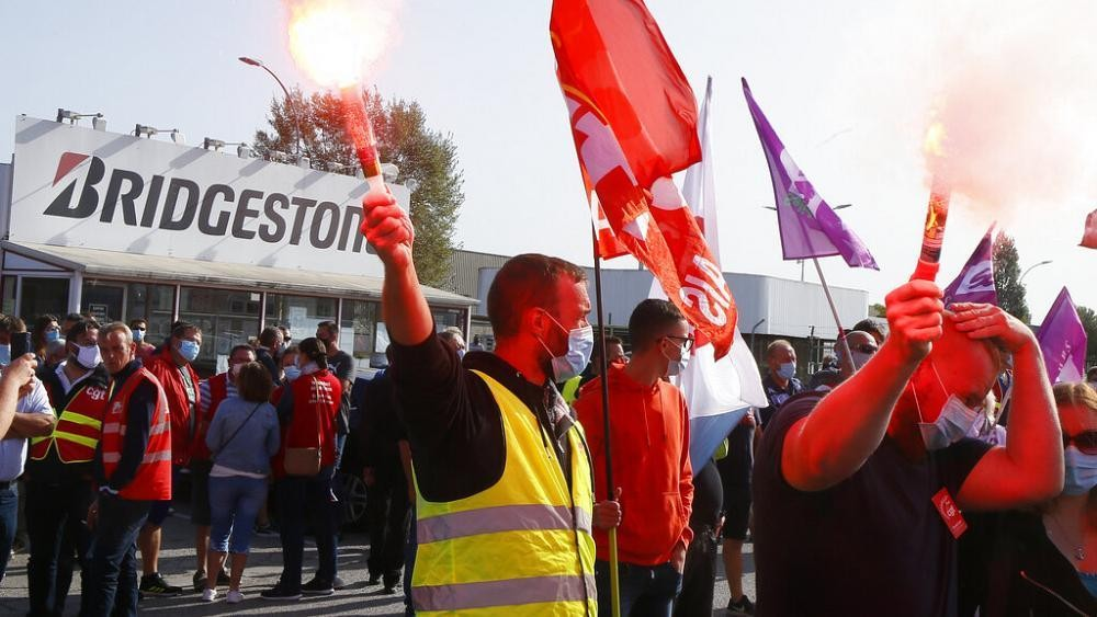 French workers protest job cuts amid COVID-19 pandemic