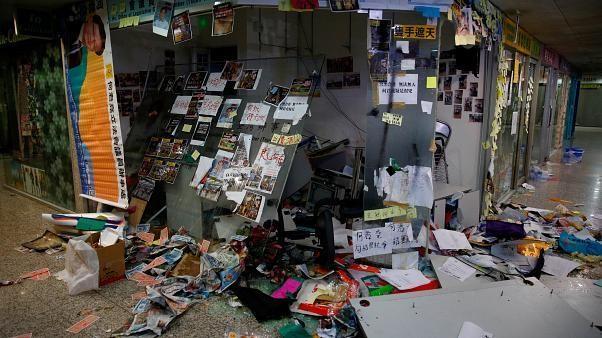 Nach U-Bahn-Angriffen in Hongkong: Abgeordneten-Büro verwüstet