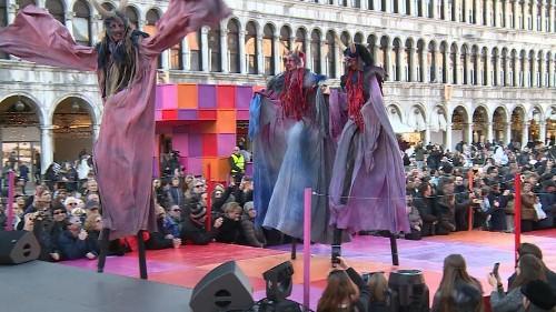 Masken, Kostüme, Tiere: der Karenval in Venedig beginnt