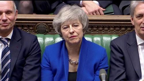 Fogy a levegő Theresa May körül