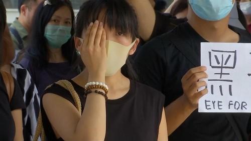 شاهد: أيقونة احتجاجات هونغ كونغ تحضر جلسة استماع في قضية إصابة بالعين