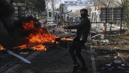 La Grèce empêche le passage de 4 000 migrants venant de Turquie