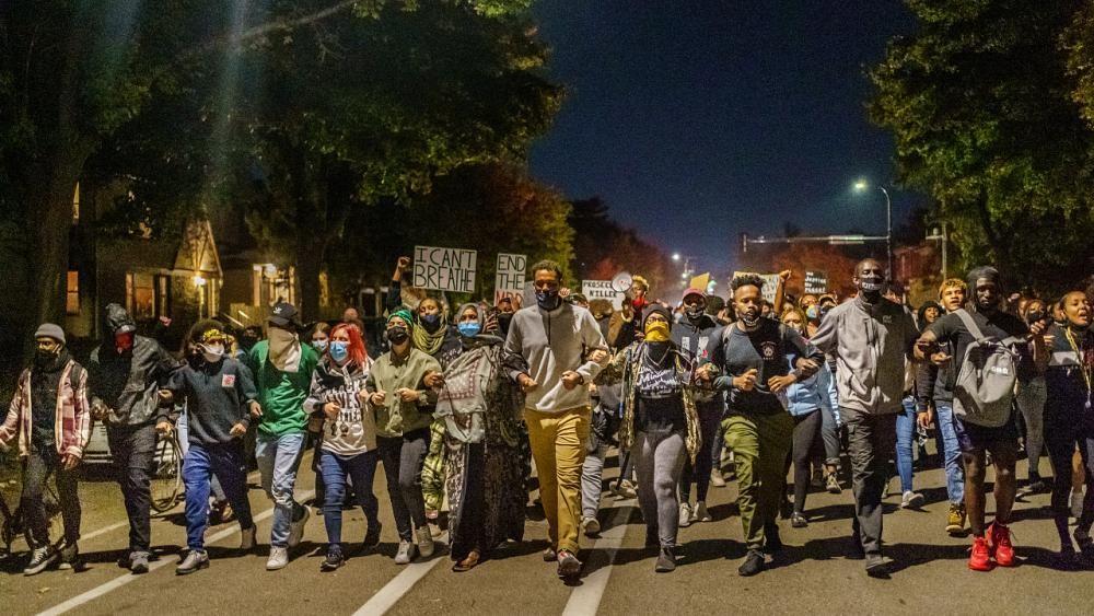 Stati Uniti: rilasciato su cauzione poliziotto che uiccise Floyd, proteste