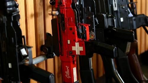 Швейцария: побеждают сторонники ужесточения контроля над оружием