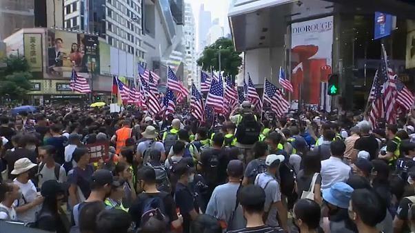 Nouvelle journée de contestation à Hong Kong, des heurts éclatent avec la police