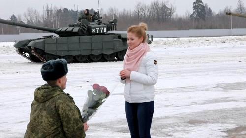 Zum Valentinstag: Russische Panzer in Herz-Formation